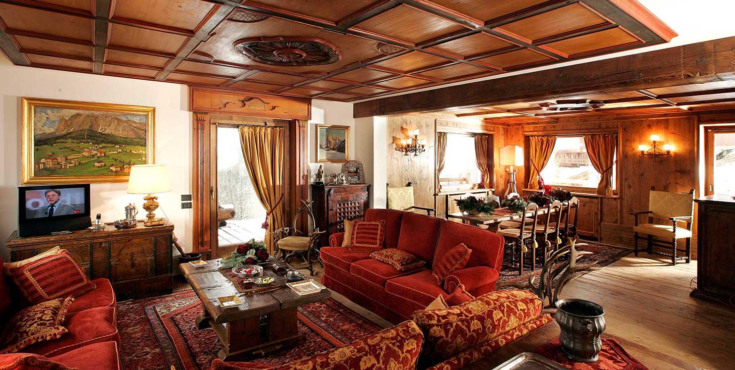 Case di montagna falegnameria lorenzi cortina d 39 ampezzo for Arredamento classico casa